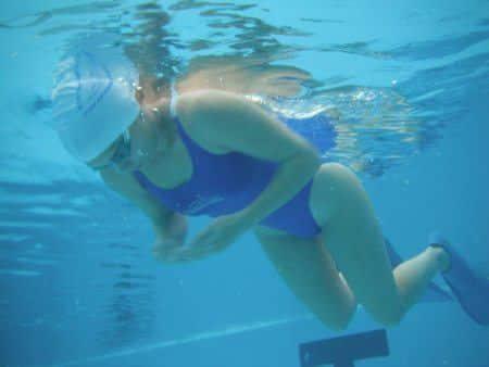 לימוד שחיה בסגנון חזה