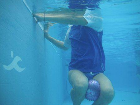 תרגילים במים לחיזוק שרירי הבטן