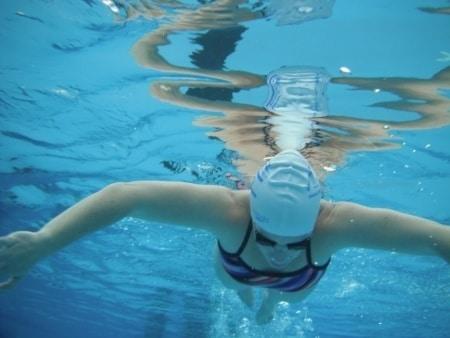 גריפת מים בשחיה