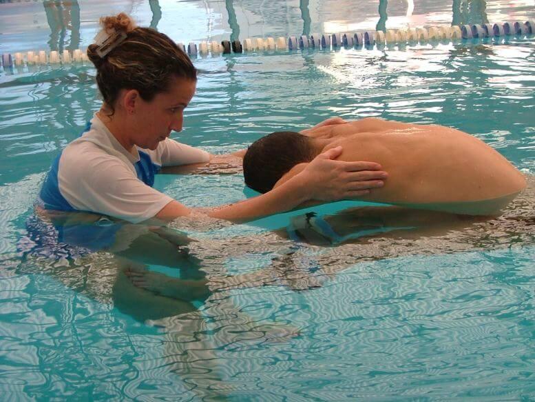 טיפול בכאבי גב במים