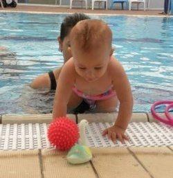 משחקים במים עם פעוטות