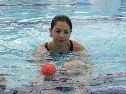 צלילה וצפייה בתינוק מתחת למים
