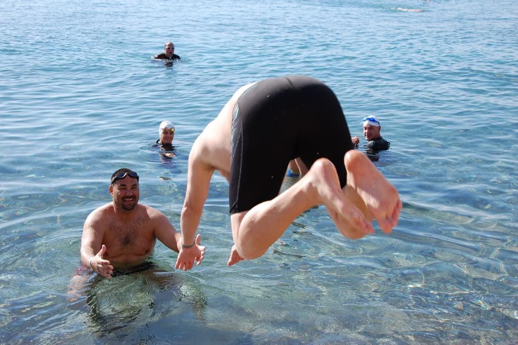 מחנה אימונים לשחייה בים