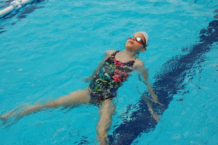 שליטה ב- 4 סגנונות השחייה לילדים