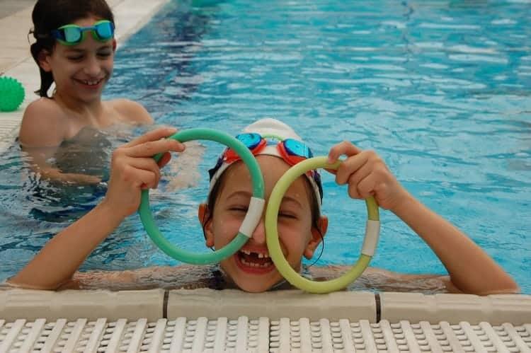 שמירה על הילדים בבילוי בבריכה