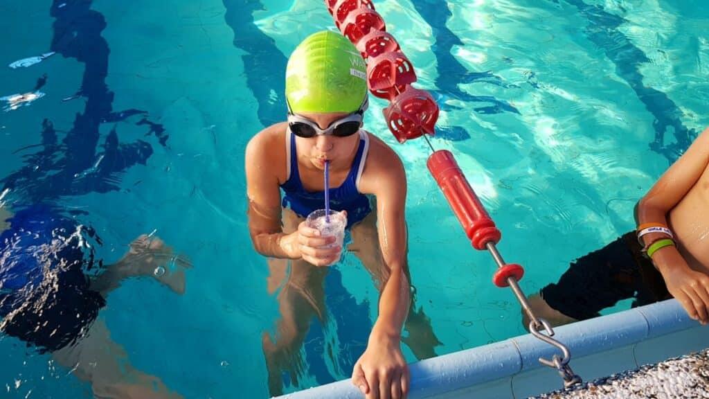 שיפור יכולות הנשימה לילדים בשחייה