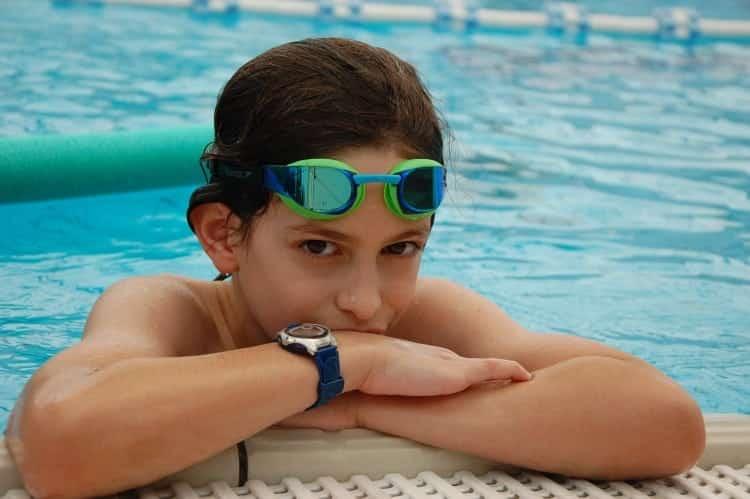 איך מתאימים משקפת שחייה לילדים