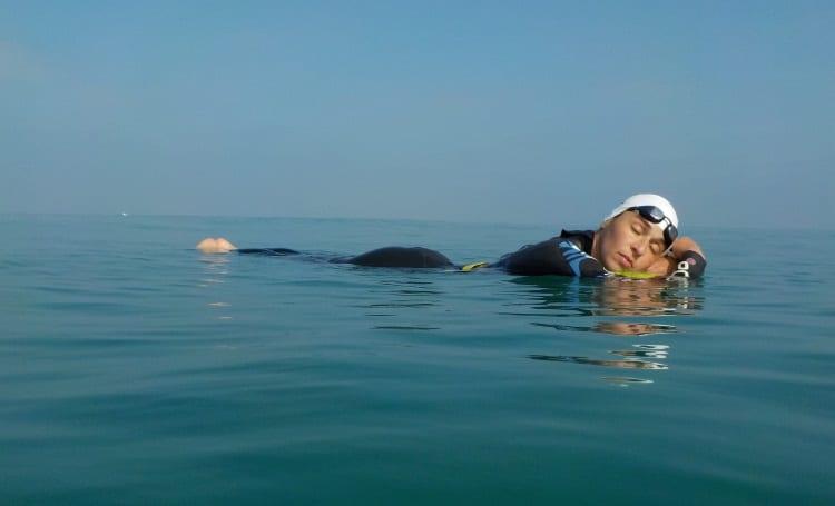 גילי כהן - מאמנת שחייה בים
