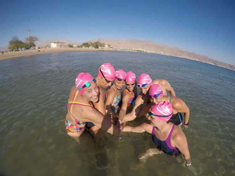 אימוני שחייה בים עם צוות מאמנים מקצועי